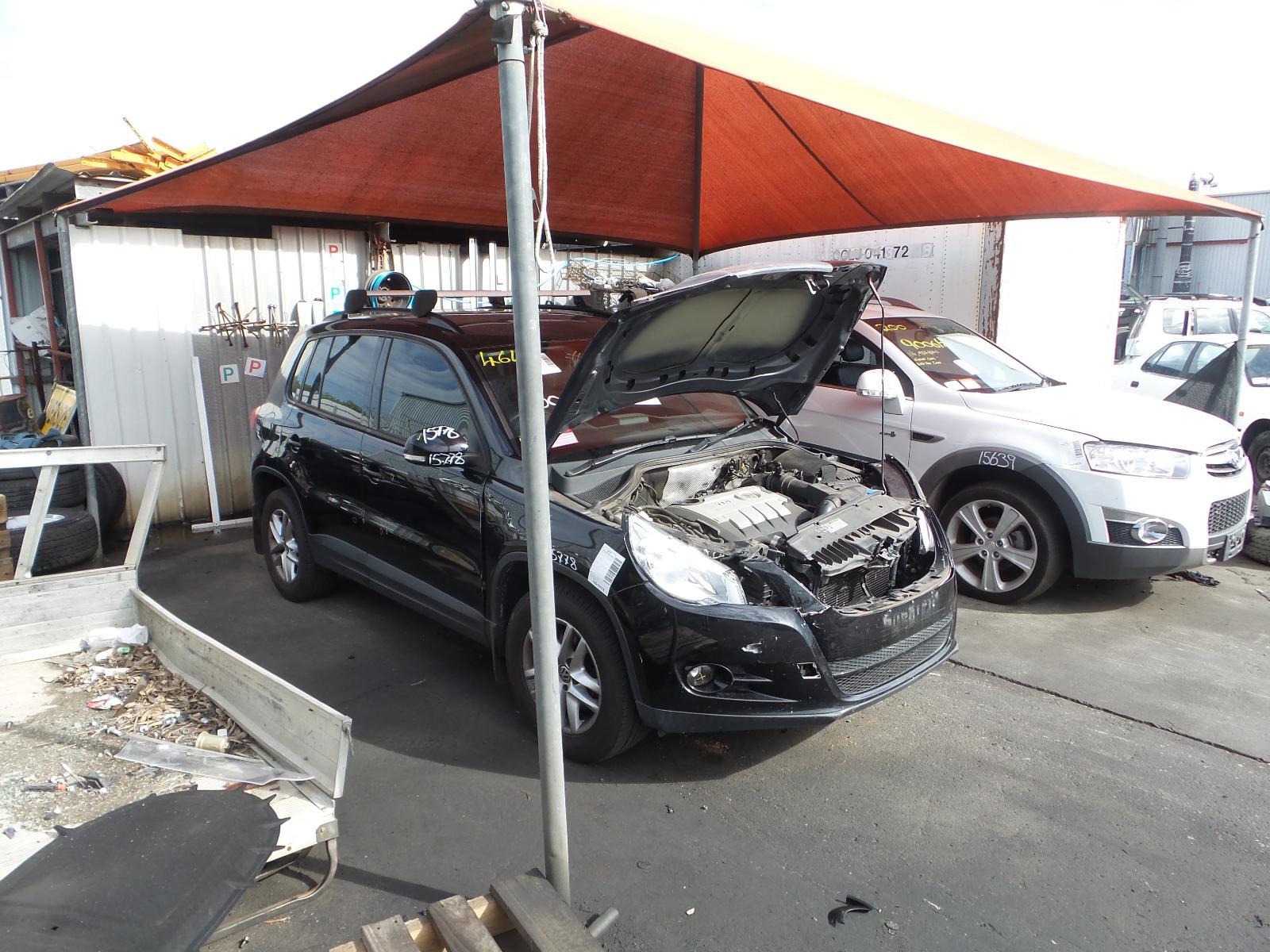 View Auto part [RIGHT_REAR_DOOR_SLIDING] Volkswagen Tiguan 2010